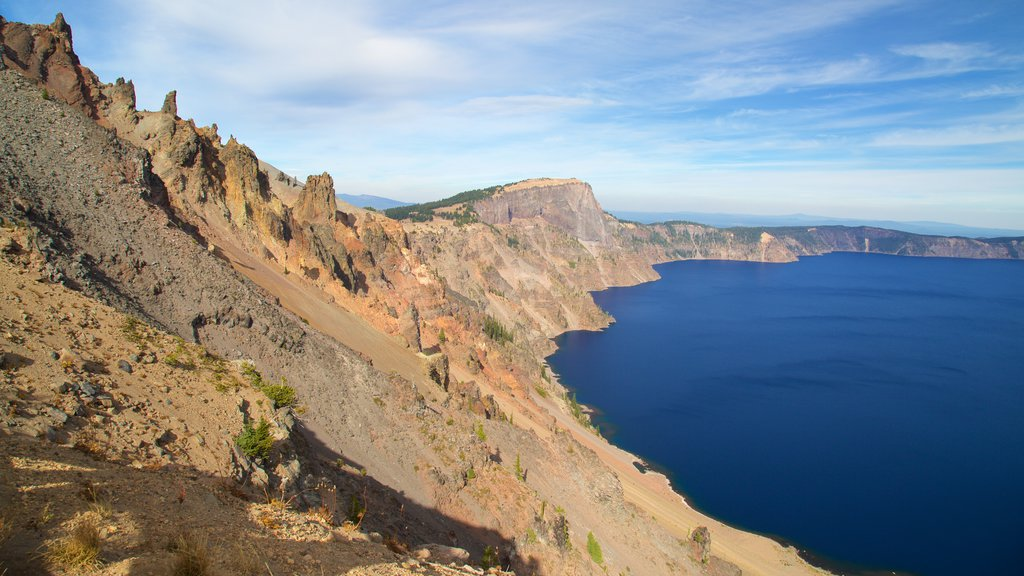 Crater Lake National Park which includes mountains and a lake or waterhole