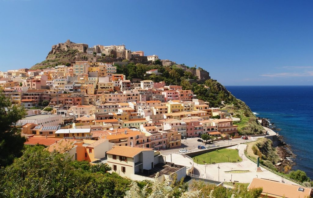 Sardinia-Castelsardo_Shutterstock.jpg