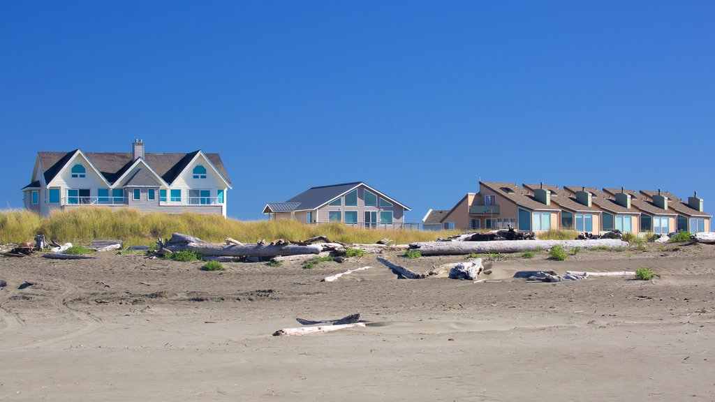 Ocean Shores Beach showing a house and a beach
