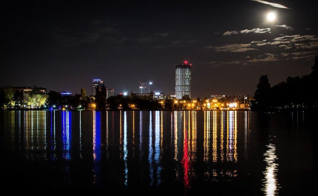 Bucharest by Night_Pixabay.jpg