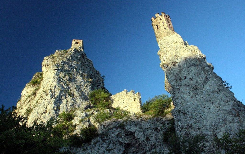 Bratislava-Devin Castle_Pixabay.jpg