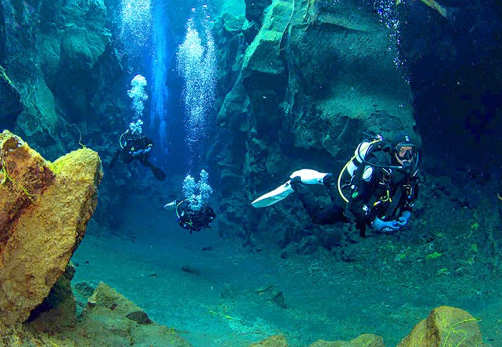 Small-GroupDivingSilfraFissure_Reykjavik_Underwater.jpg
