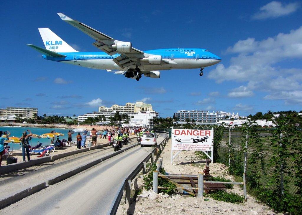 Sint Maarten-Maho-Don'tMiss_VisualHunt.jpg