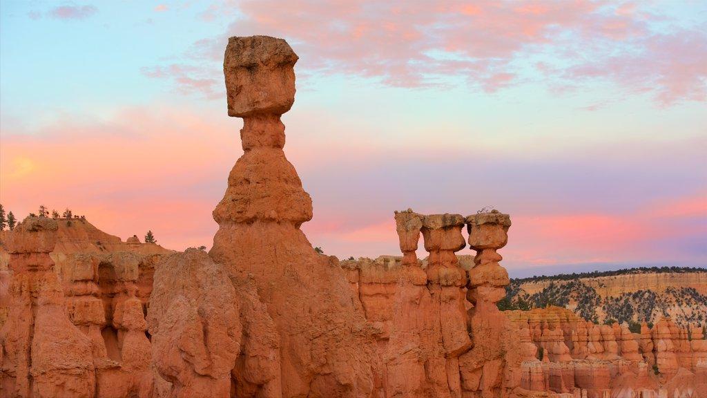 Bryce Canyon National Park mostrando escenas tranquilas, una puesta de sol y un barranco o cañón