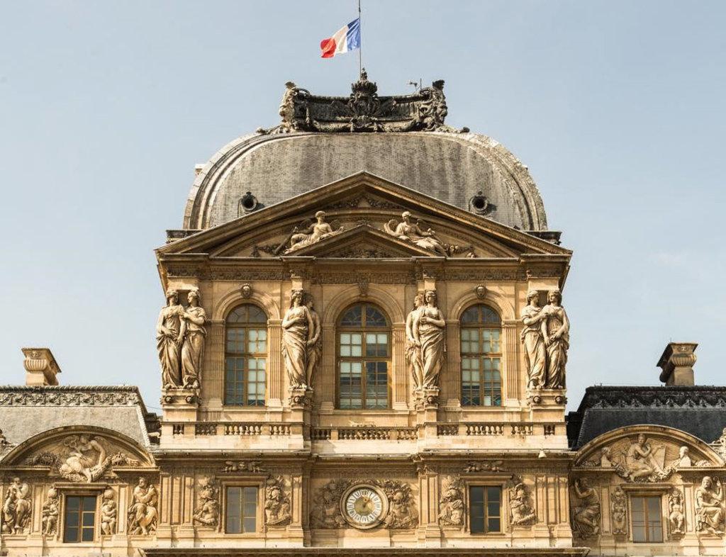 la façade Renaissance de la Cour Carré du Palais du Louvre2.jpg