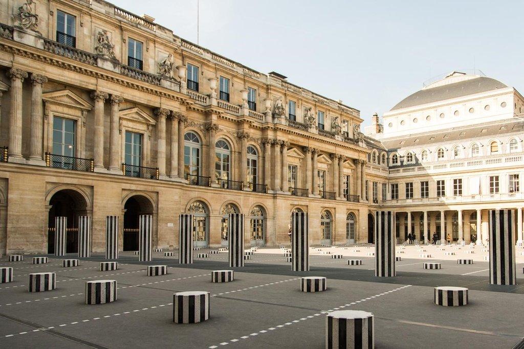 Daniel Buren Les Deux Plateaux, sculpture in situ, cour d'honneur du Palais-Royal,.jpg
