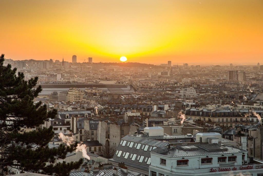Lever du soleil - Parvis de la basilique du Sacré-Coeur de Montmartre.jpg