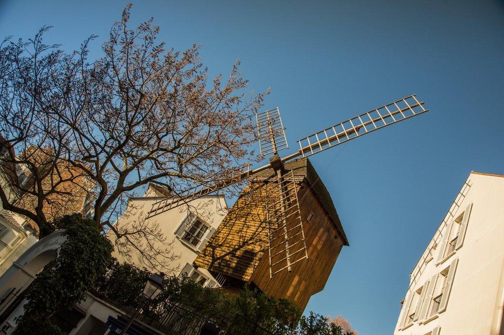 le Moulin de la Galette (le moulin Radet) - 83 rue Lepic 75018 Paris.jpg