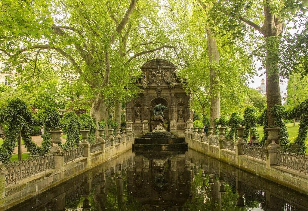 Fontaine de Médicis1.jpg