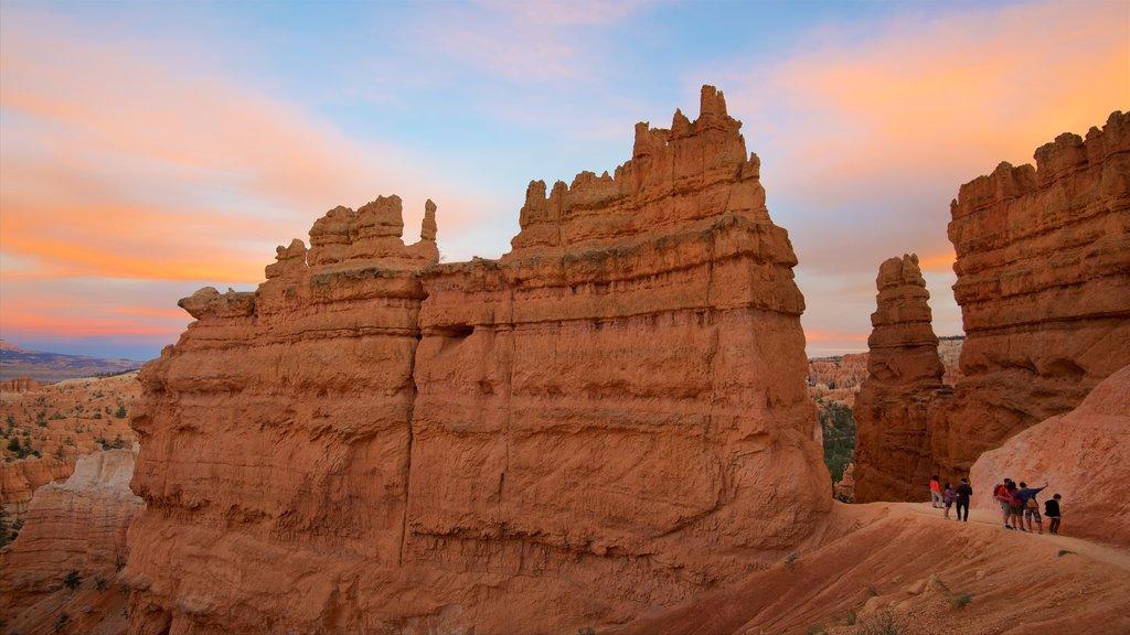 Bryce Canyon National Park que incluye vistas de paisajes, escenas tranquilas y una puesta de sol