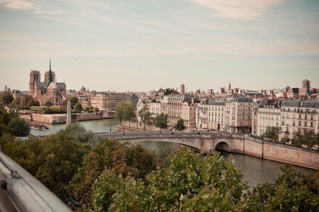 vue sur Notre-Dame de Paris - Institut du Monde Arabe - 75005 Paris.jpg