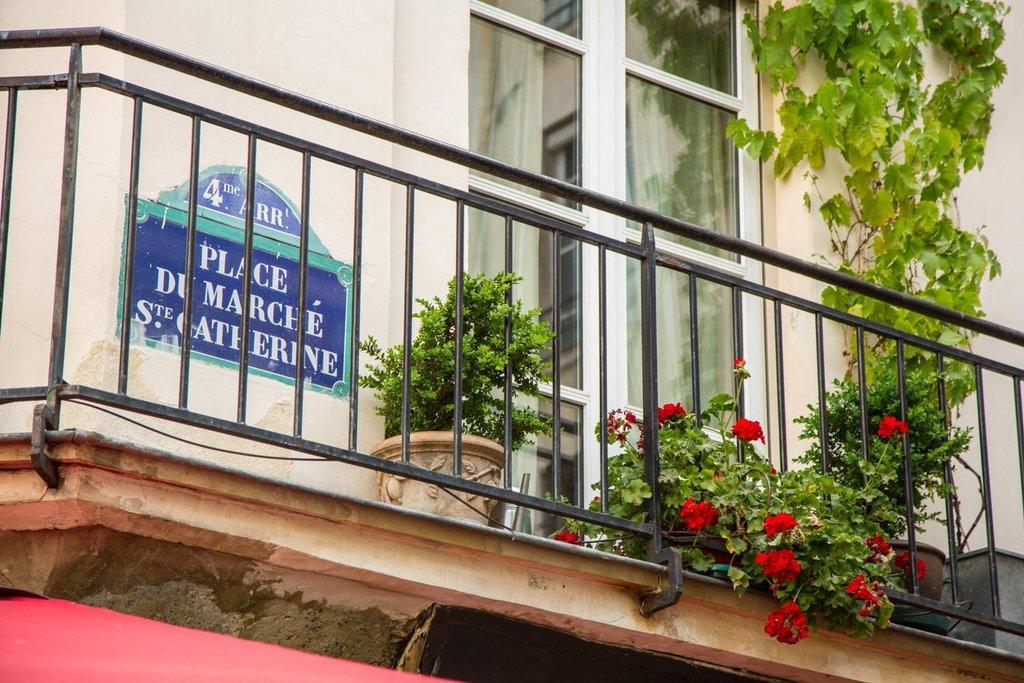 Place du Marché Sainte-Catherine 2 - 75004 Paris.jpg