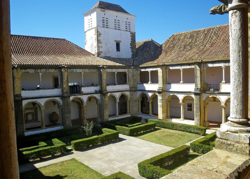 Algarve-Faro_Museum-History_VisualHunt.jpg