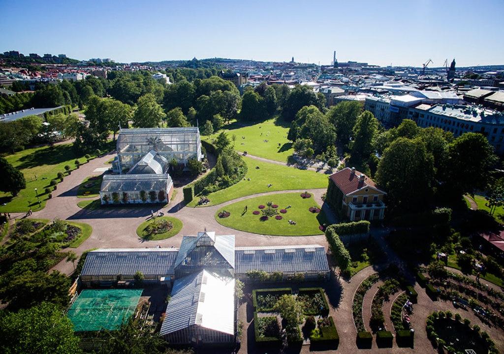 Gothenburg_garden.jpg