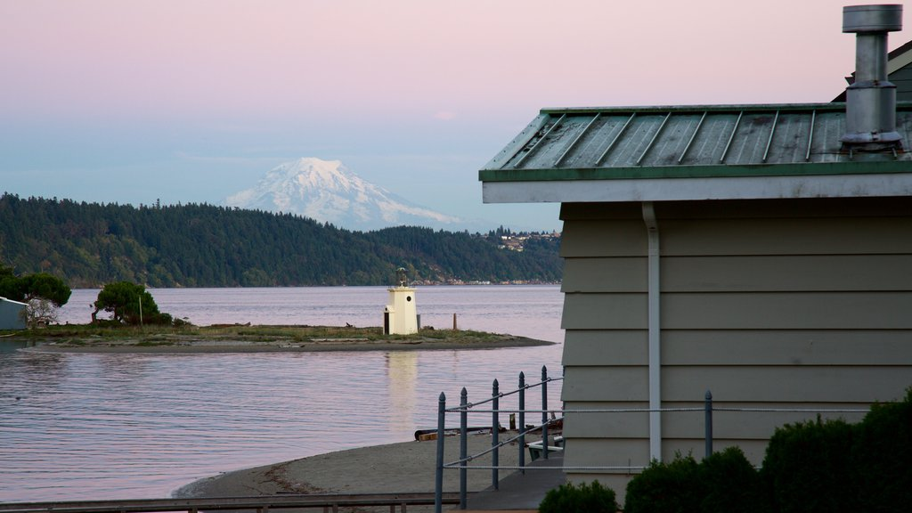 Gig Harbor which includes a bay or harbor, a lighthouse and mountains