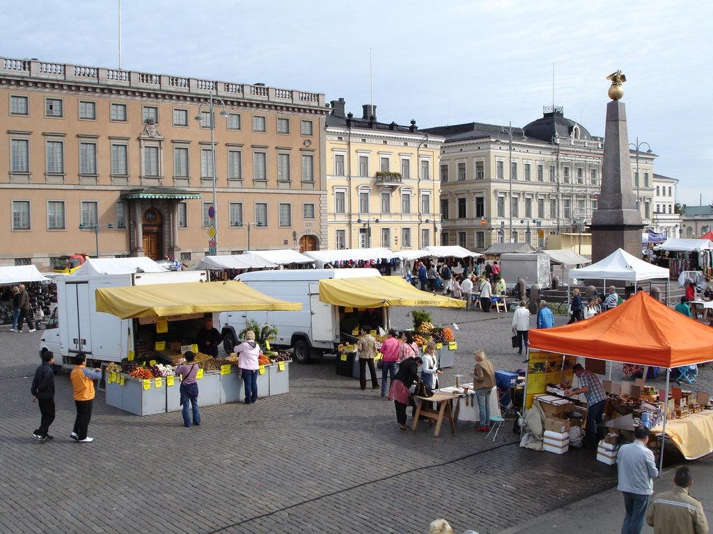 Helsinki_shopping_market_Flickr.jpg