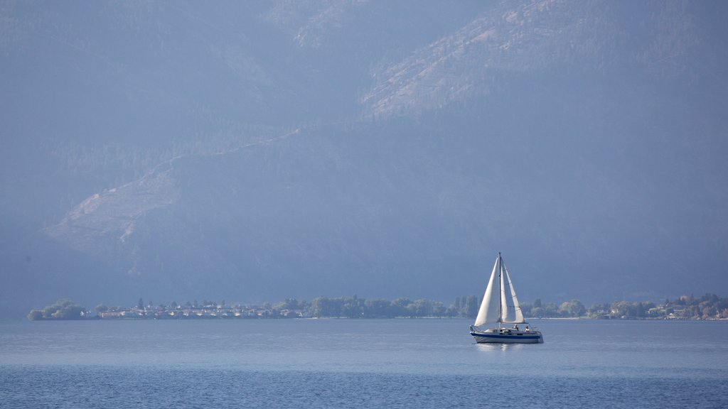 Lake Chelan which includes sailing and general coastal views