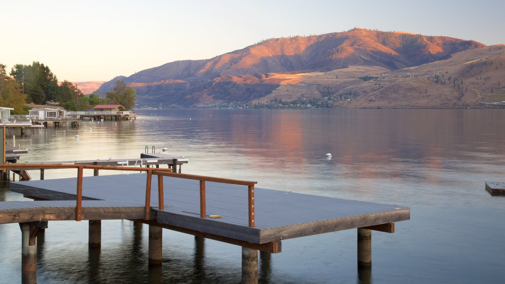 Lake Chelan showing tranquil scenes, a lake or waterhole and a sunset