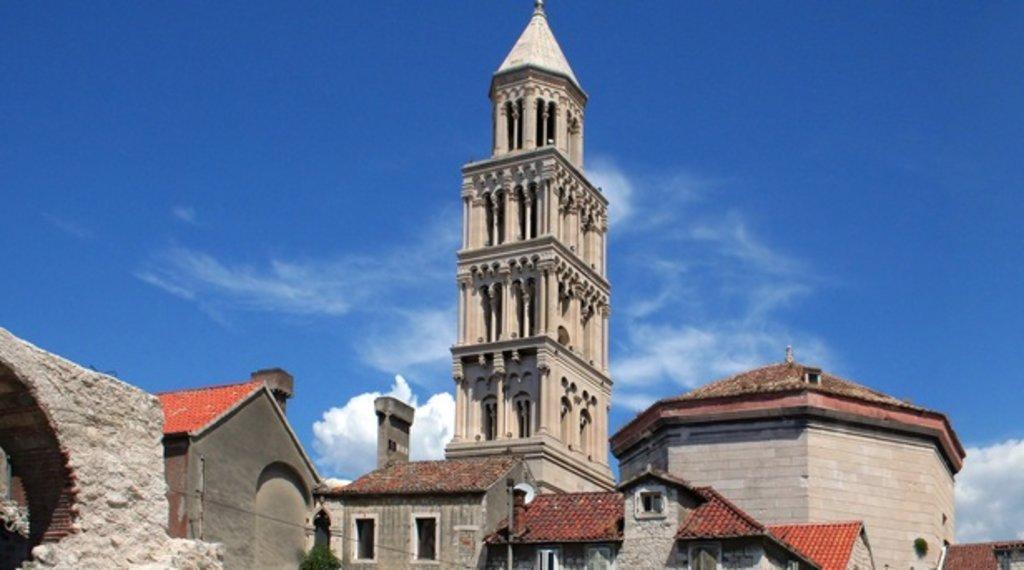 Cathédrale Saint-Domnius.jpg