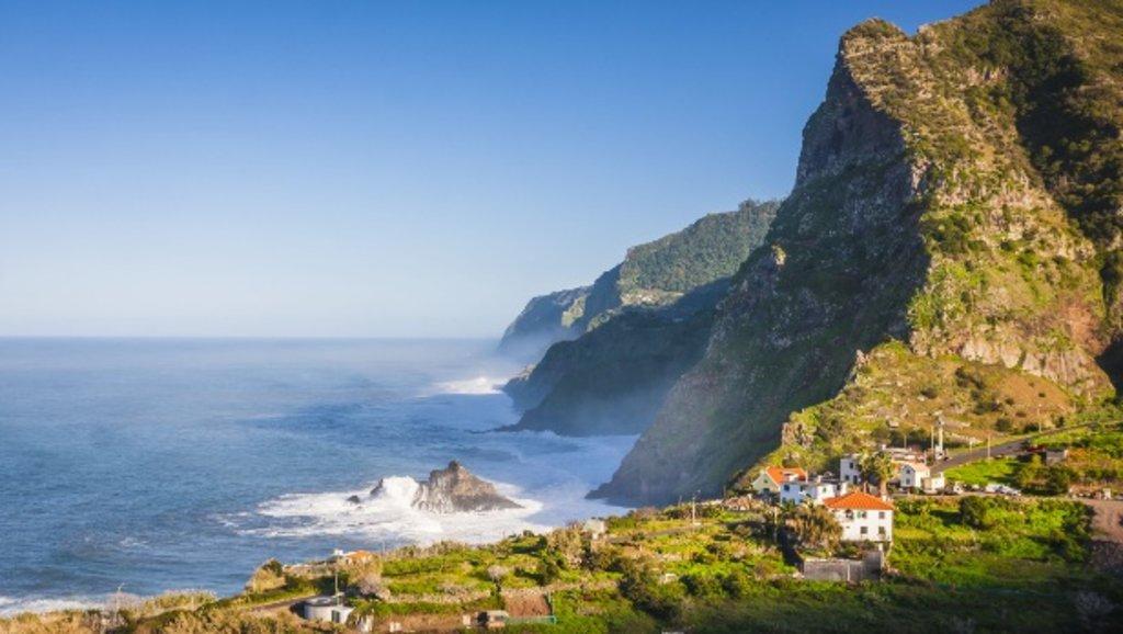 Madeira_nature_seaandkliffs_EDAM.jpg