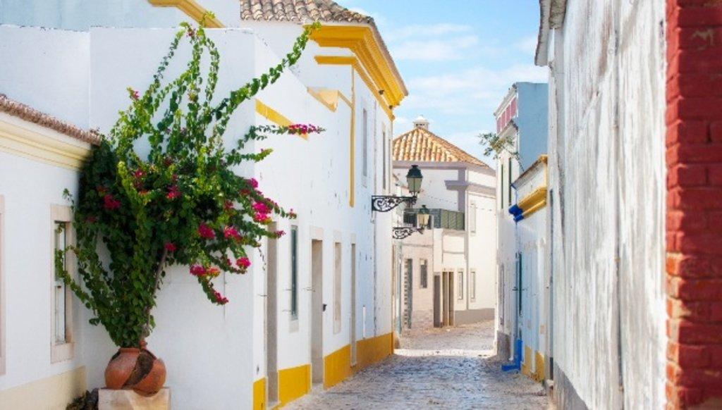 Algarve_romantic_town_EDAM.jpg