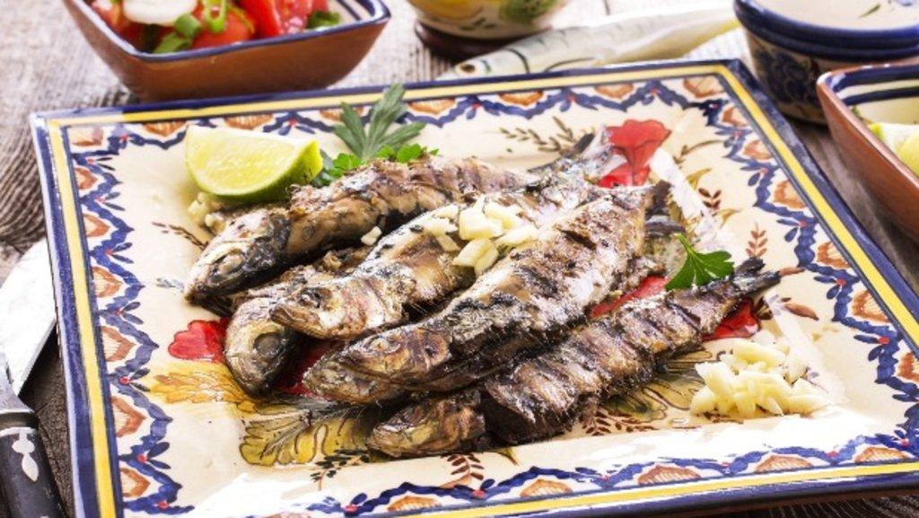 Algarve_family_fishplatter_EDAM_Shutterstock.jpg