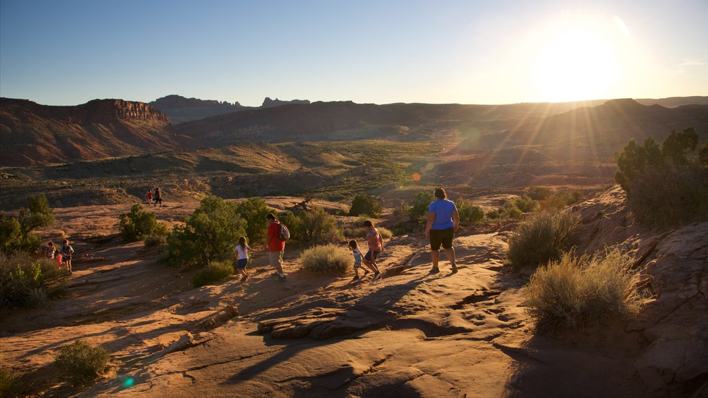 Delicate Arch which includes landscape views, tranquil scenes and a sunset