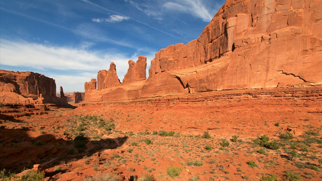 Park Avenue Trail which includes landscape views, a gorge or canyon and desert views