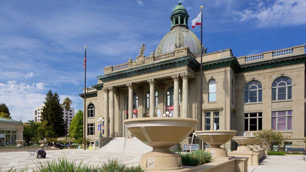 Redwood City que incluye una ciudad, un edificio administrativo y patrimonio de arquitectura