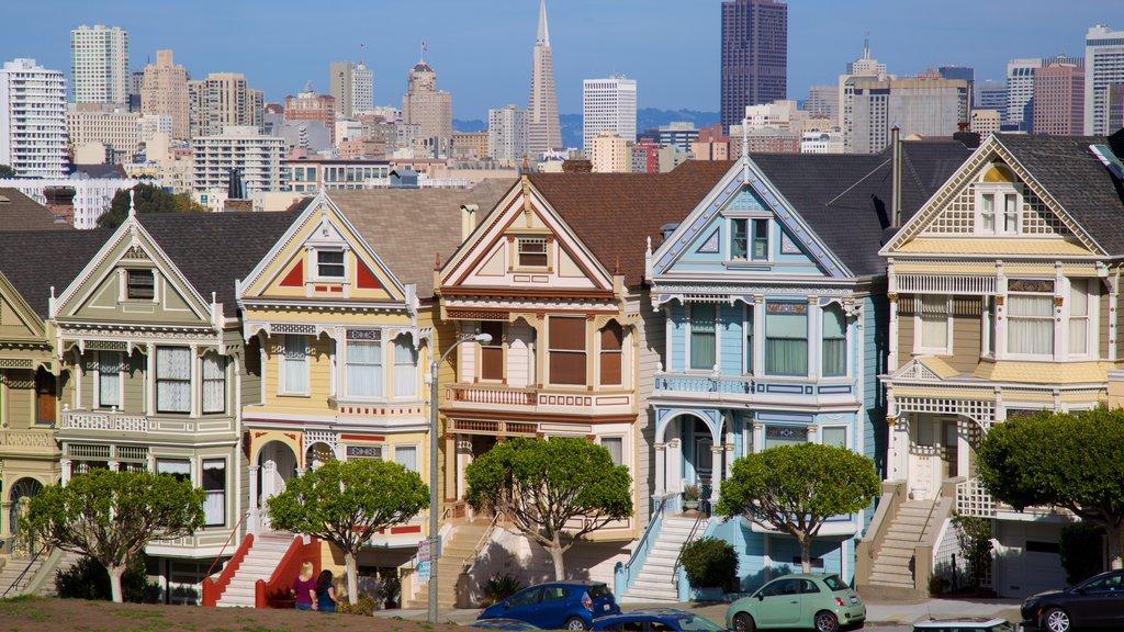 Western Addition caracterizando linha do horizonte, uma casa e arquitetura de patrimônio