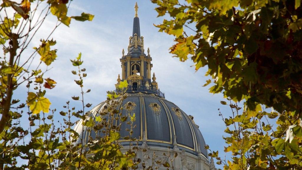 Civic Center mostrando uma igreja ou catedral