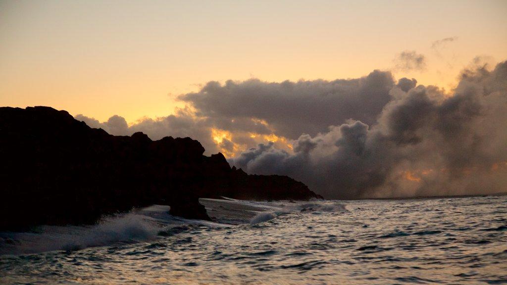 Hawaii which includes rugged coastline