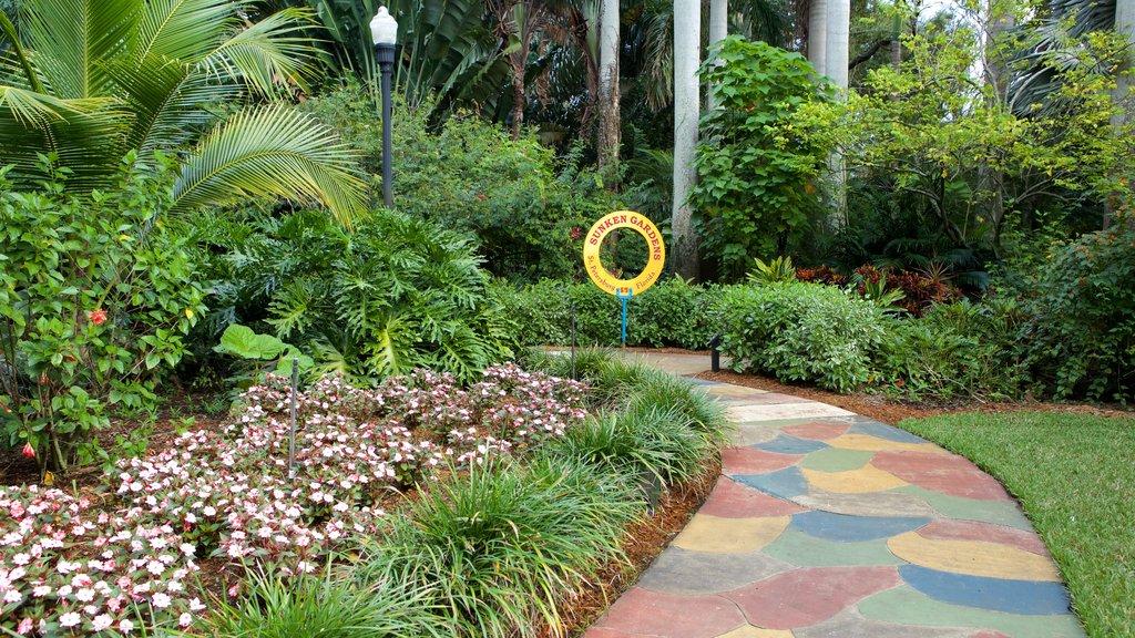 Sunken Gardens que incluye un jardín