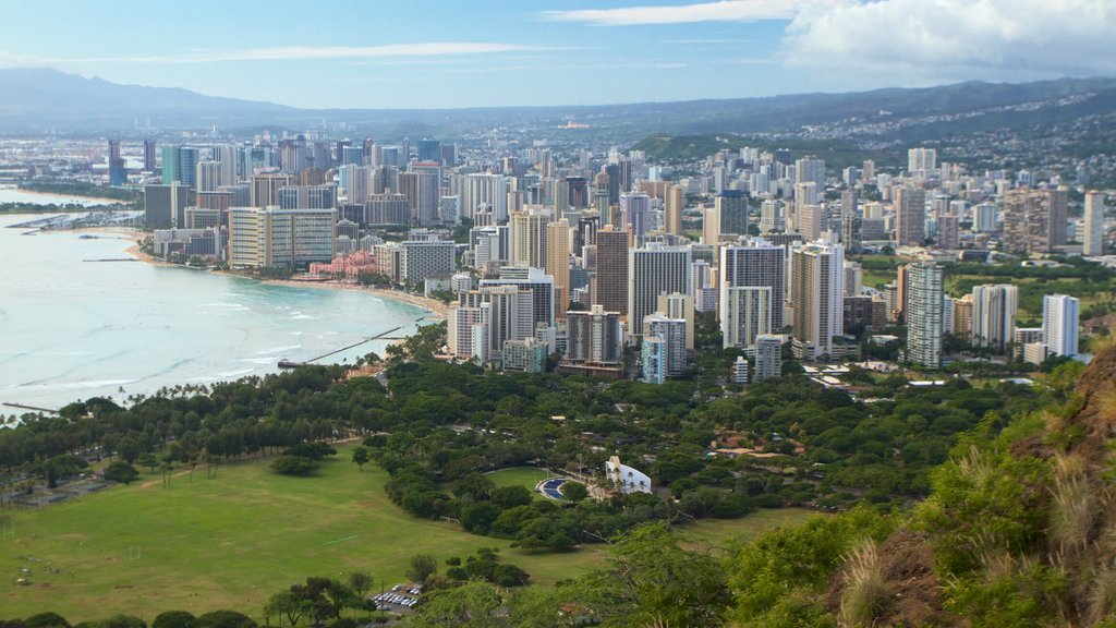 Diamond Head showing a city, skyline and general coastal views
