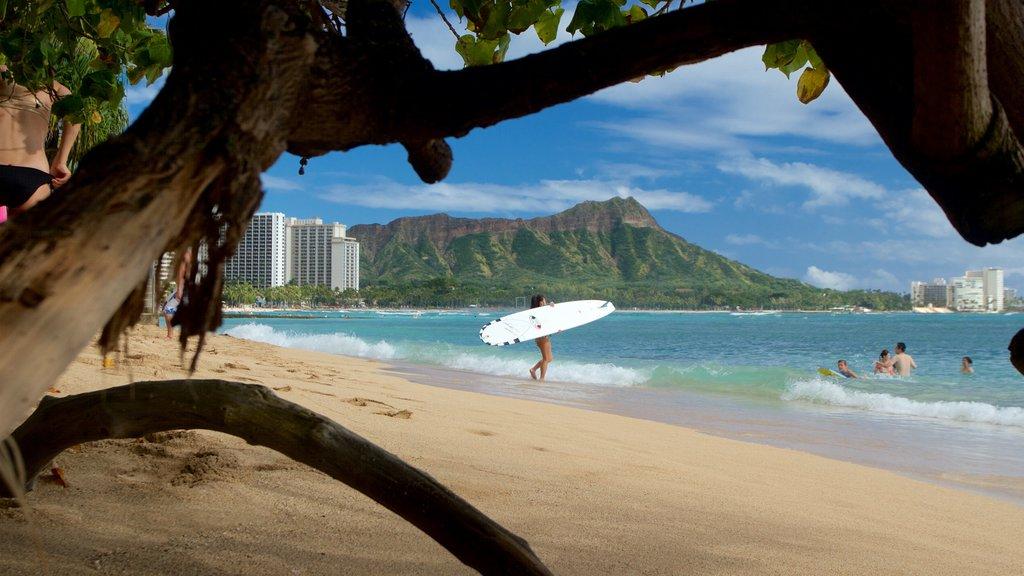 Waikiki Beach showing a beach, mountains and general coastal views