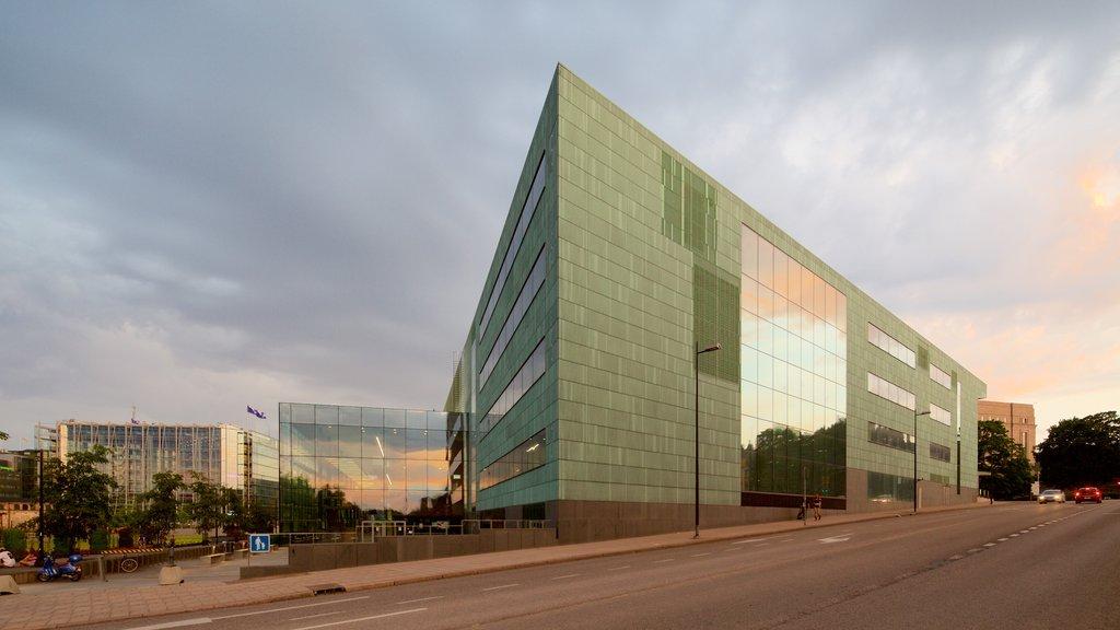 ヘルシンキ 表示 夕焼け と 現代建築