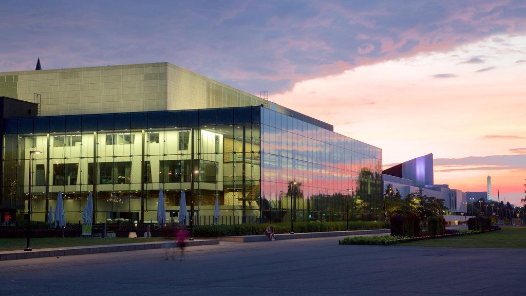 ヘルシンキ音楽センター 表示 夕焼け と 現代建築