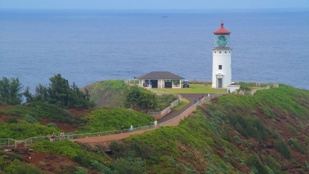 Princeville mostrando un faro y vistas generales de la costa