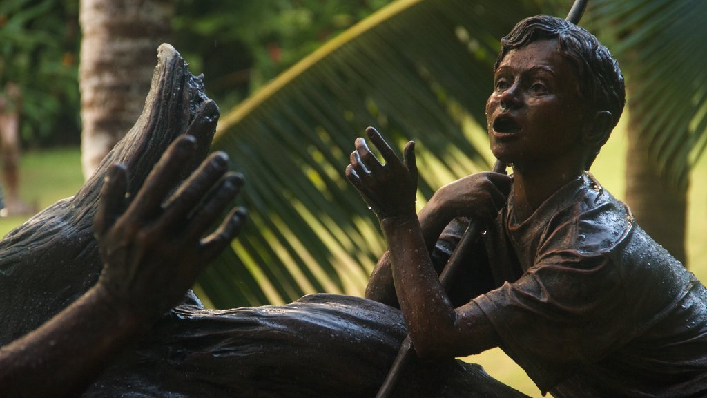 Na Aina Kai Botanical Gardens showing a statue or sculpture