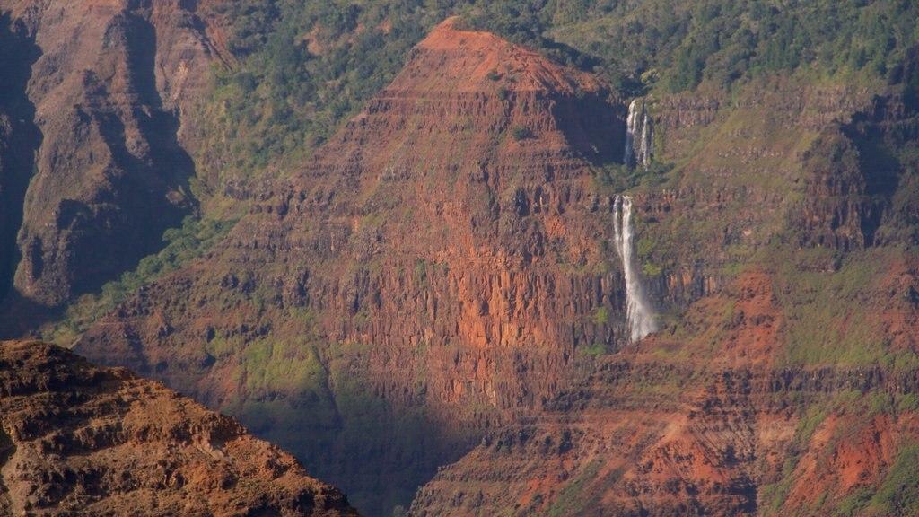 Waimea Canyon showing a cascade and a gorge or canyon
