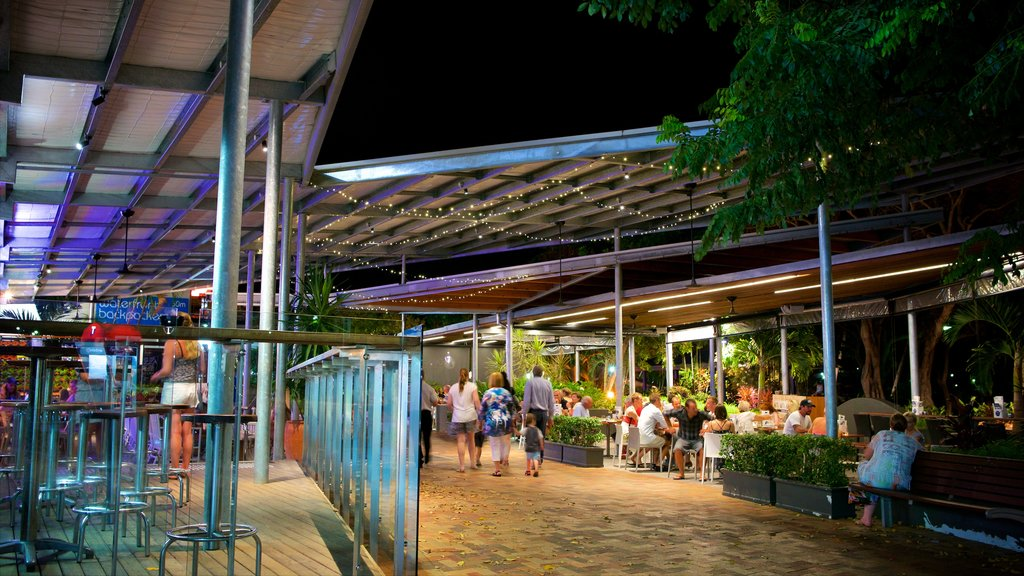 Airlie Beach which includes outdoor eating, a beach bar and nightlife