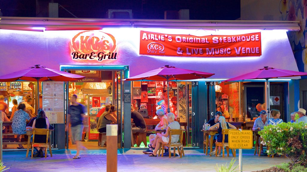 Airlie Beach featuring dining out, signage and a beach bar