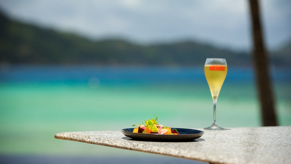 Hamilton Island which includes food, outdoor eating and a beach bar