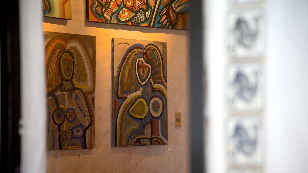 Punta Ballena showing art and interior views