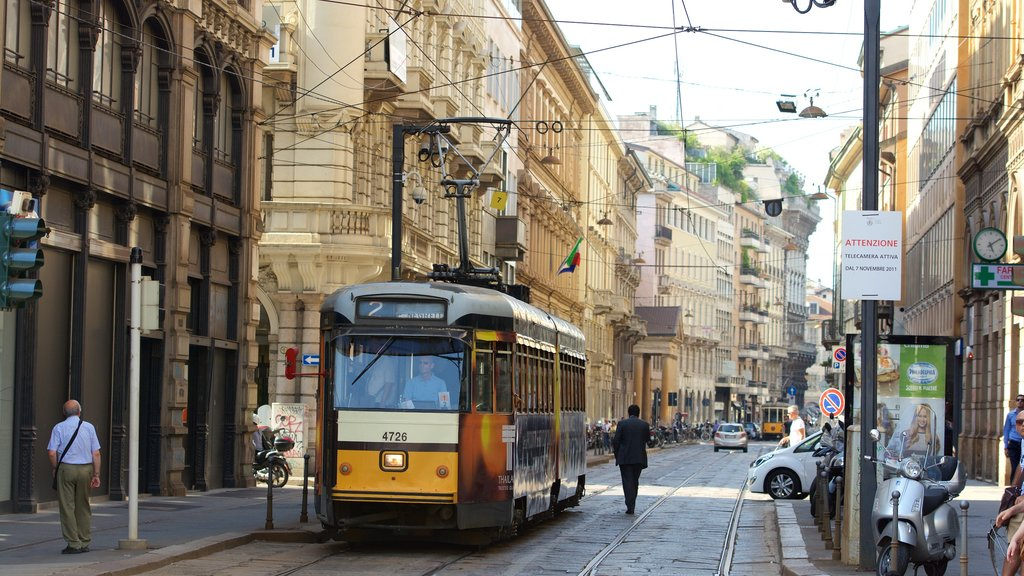 Milan showing street scenes, cbd and a city