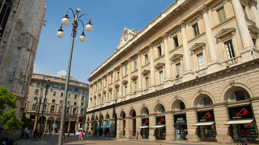 Milan featuring street scenes and heritage architecture