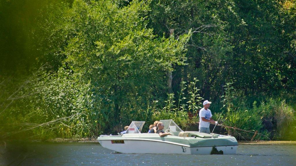 York que incluye pesca, paseos en lancha y un lago o abrevadero