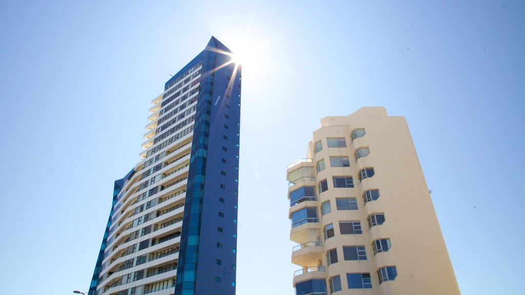 Strand which includes a skyscraper