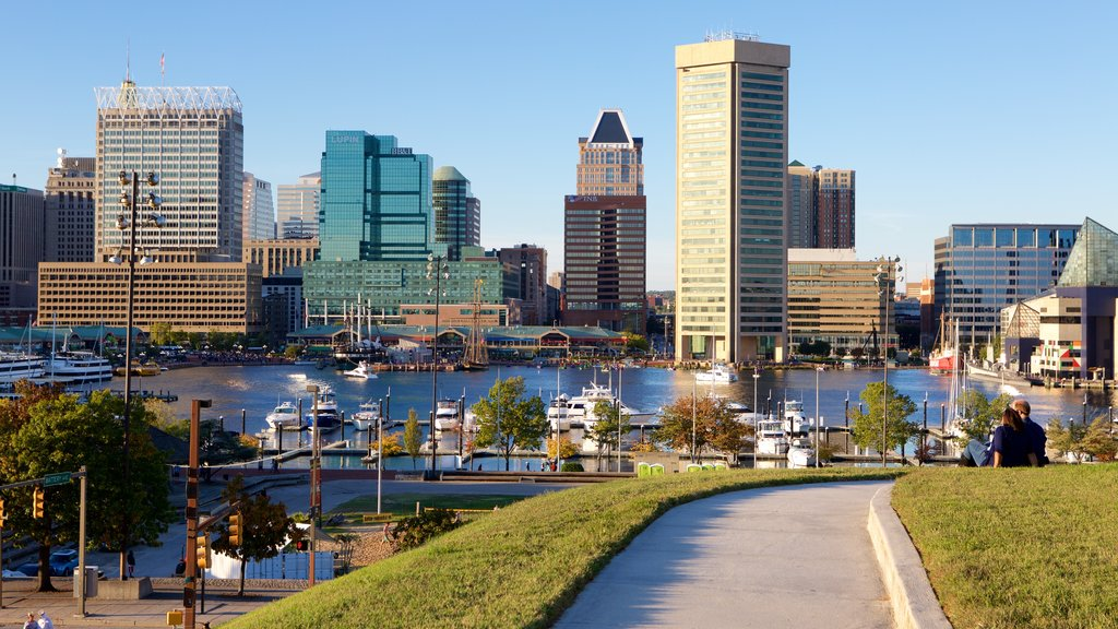 Federal Hill Park showing skyline, a marina and a city