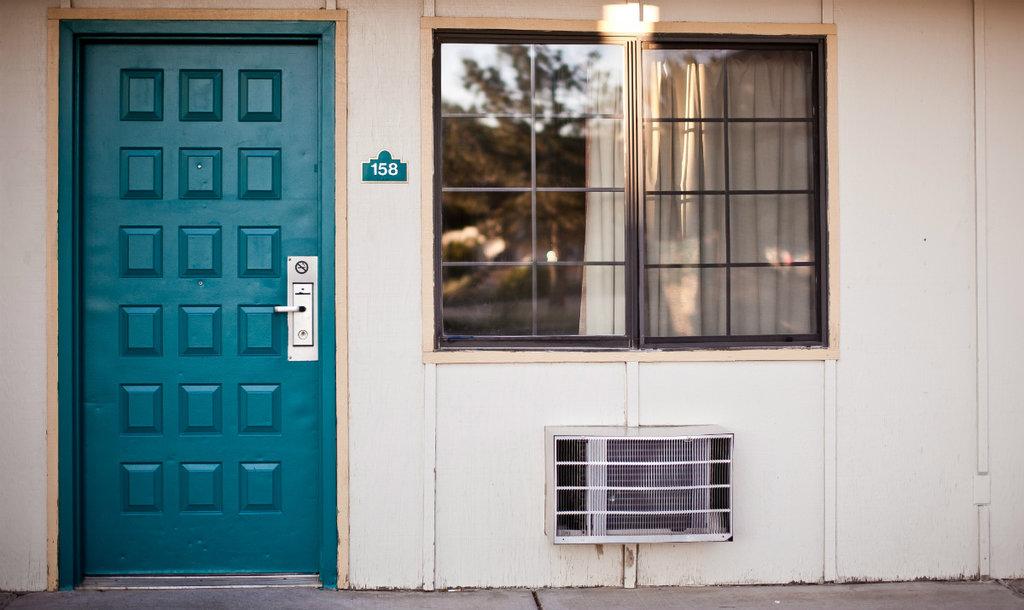motel-room-1024x610.jpg